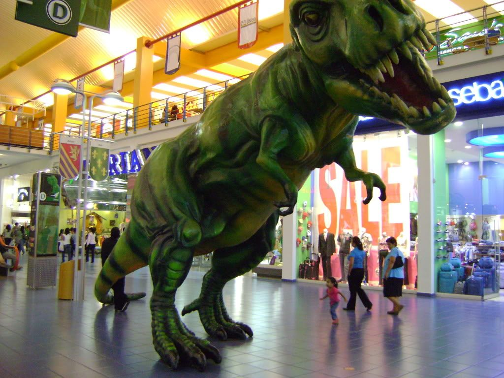 Albrook mall dinosaurio